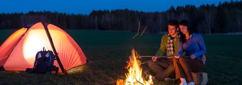 5. Camping! En fin kveld, et telt, et bål og massevis av tepper = romantikk på høyt nivå!